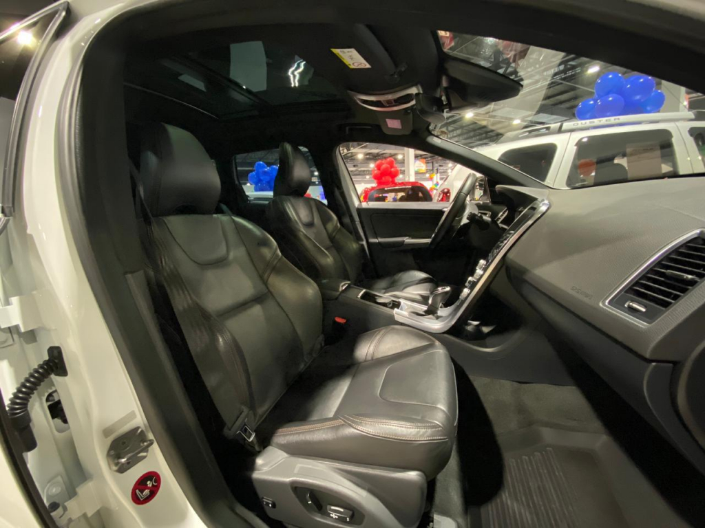 Volvo XC60 TURBO 2.0 D5 MOMENTUM - 17/17