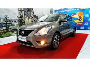 Nissan Versa 1.6 SL - 16/17